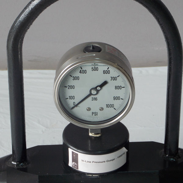 Our in-line pressure gauge has a large readable pressure gaug and a steel frame handle for protection and ease of transport