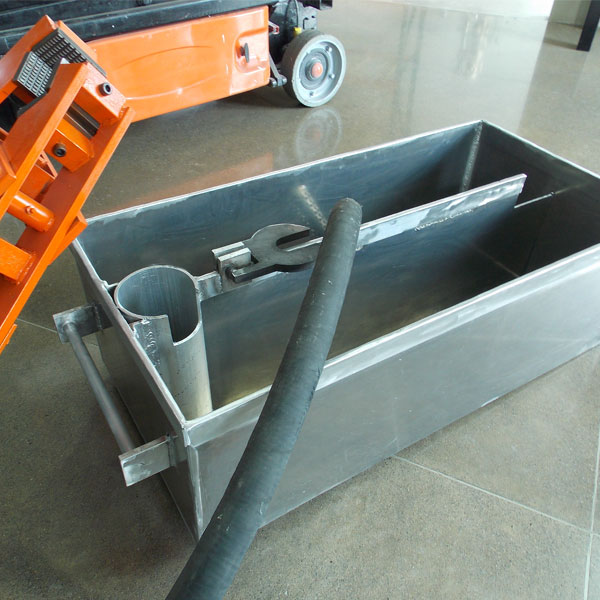 Our recirculation mud tubs come with a flip top rod clamp cover