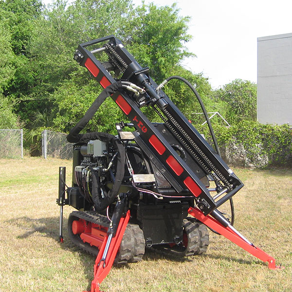 Our CGR-174 drilling rig for soil compaction can tilt and rotate its mast.