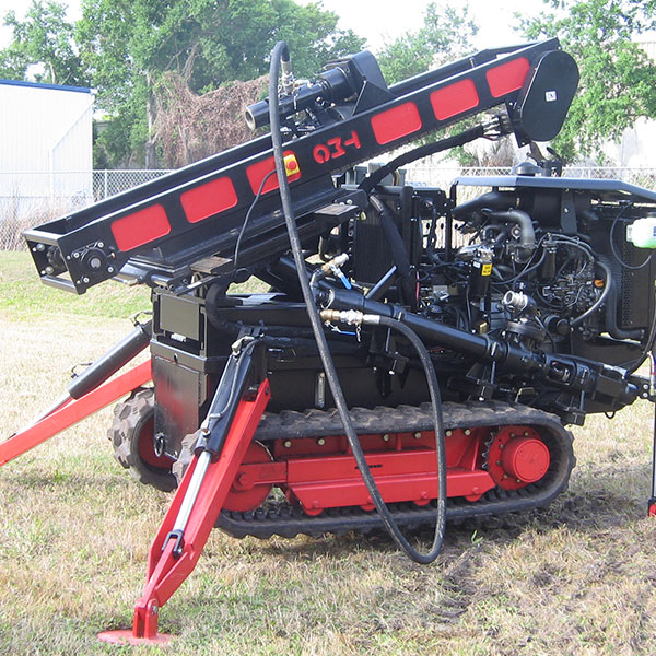 The CGR-174 soil compaction drill rig has a built-in water and mud pump for wet drilling.