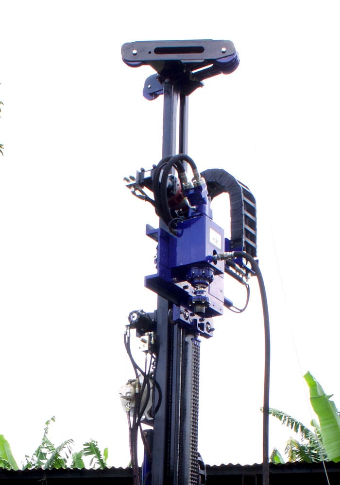 Picture of the SPT tower of our STR-138, a drill rig for SPT soil test, wireline coring and rotary drilling.