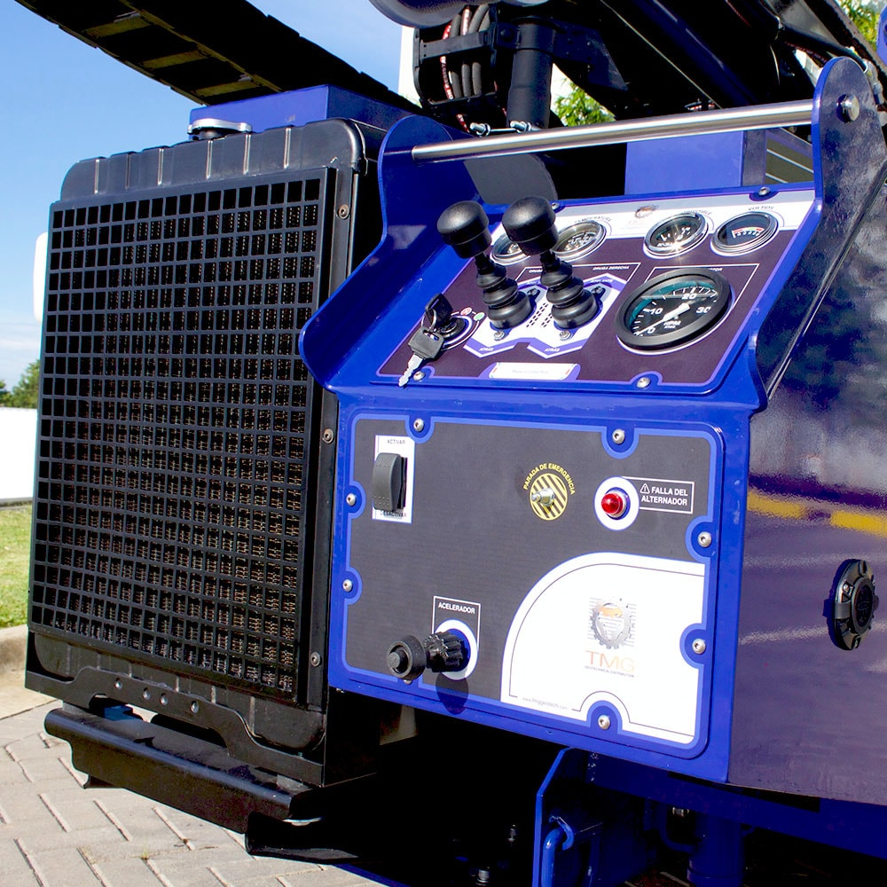 Our STR-155 comes with control panels for driving the rig and displaying its performance.