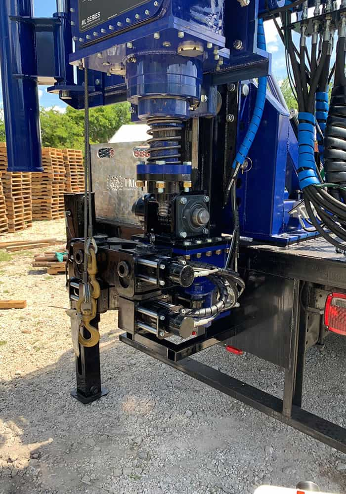 The STR-174TK truck mounted drilling rig comes with pipe clamp